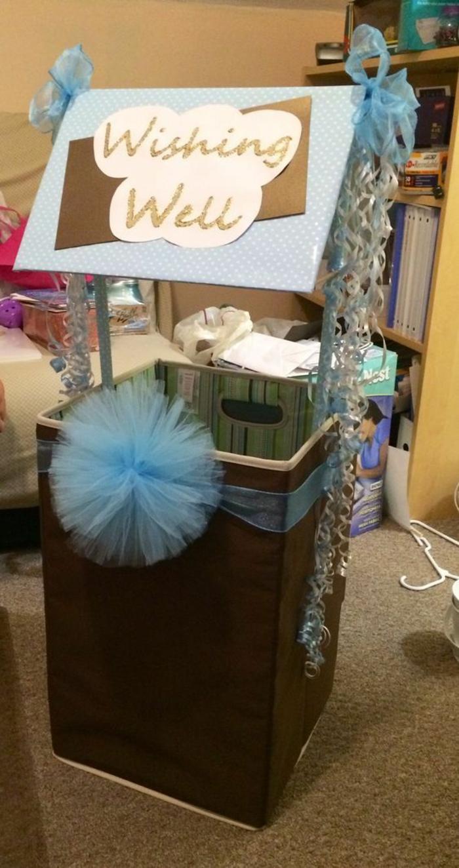 cadeau baby shower, baby shower garcon, deco baby shower garcon, boite montgolfière, gros pompon en tulle bleu pastel