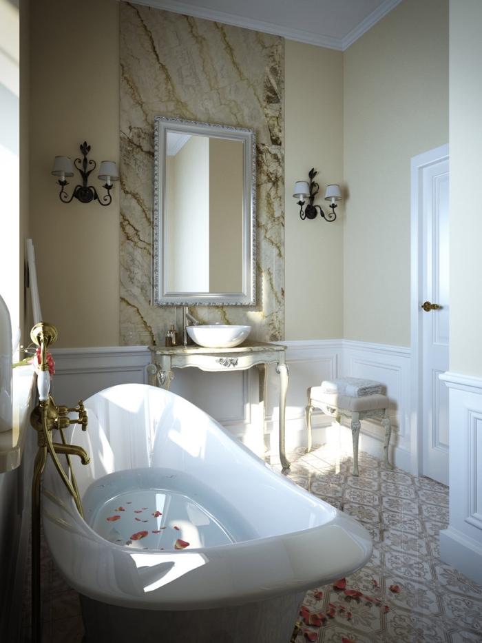 idée déco de salle de bain classique et stylée aux murs beige et blanc avec baignoire blanche à robinet doré