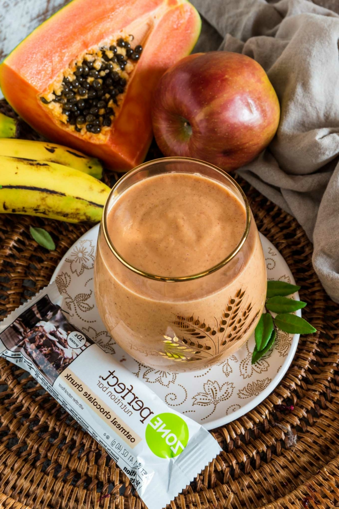 savoir comment s'énergiser avec une boisson d'été, papaye, banane, pomme, chocolat