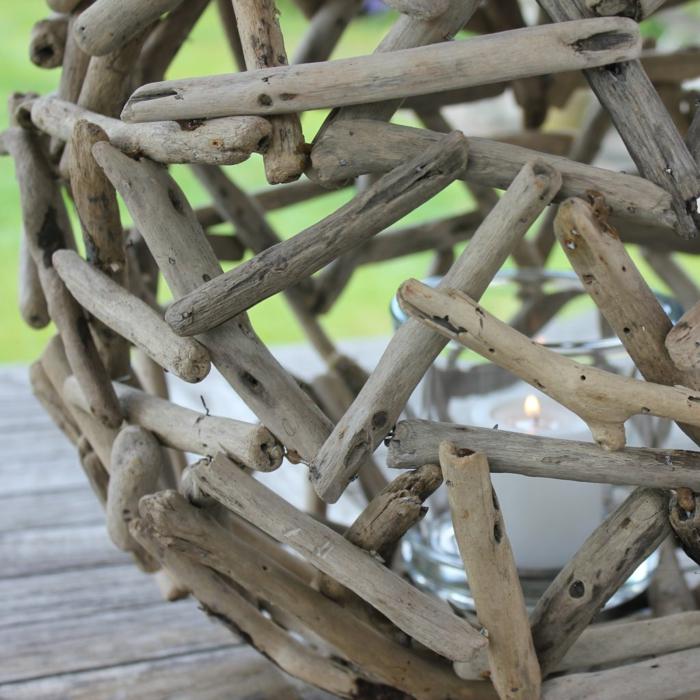 bogeoir décoratif grande taille, boule en bâtons créant une construction ombrageante