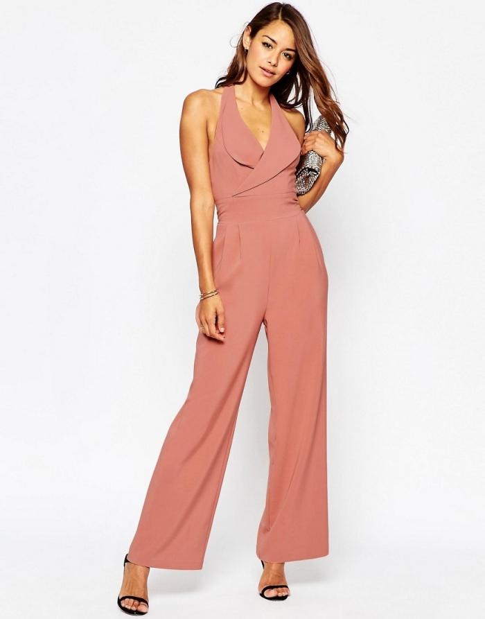 combinaison pantalon femme chic de couleur rose pale à jambes fluides et top à décolleté, comment bien s'habiller pour assister à un mariage