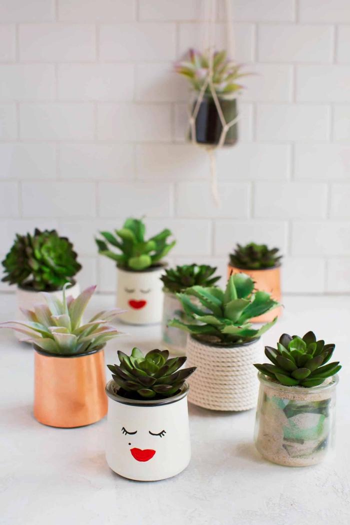 bricolage récupération facile pour réaliser de jolis pots pour plantes grasses à partir des pots en verre habillés de papier ou de corde