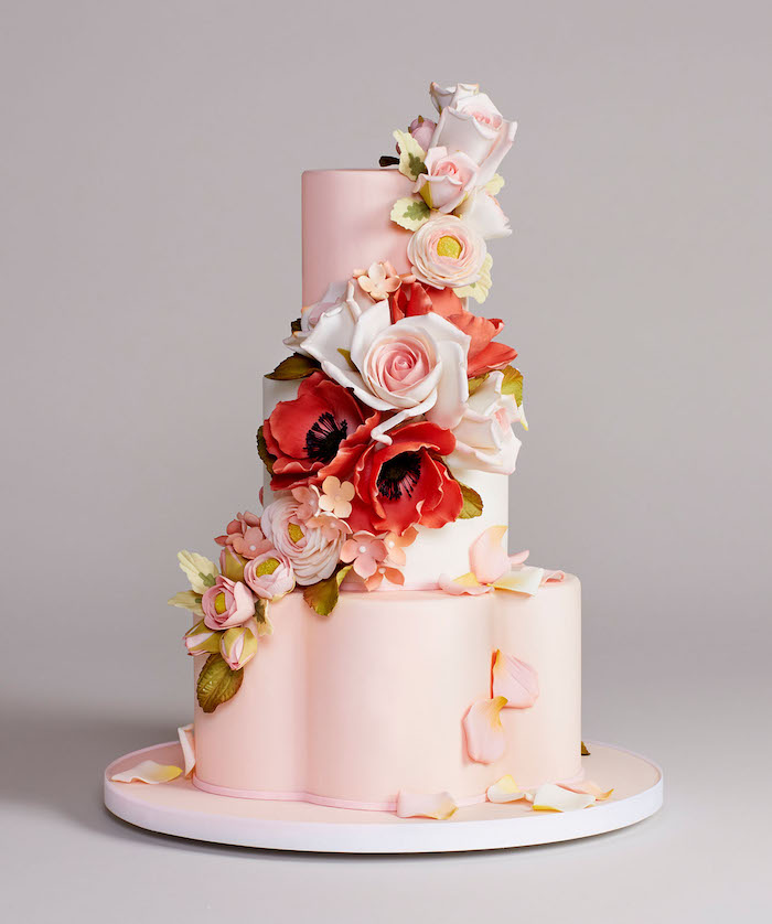 Gateau de mariage wedding cake, mariage idée decoration de gateau de mariage forme de fleur, décoré de fleurs en pâte à sucre