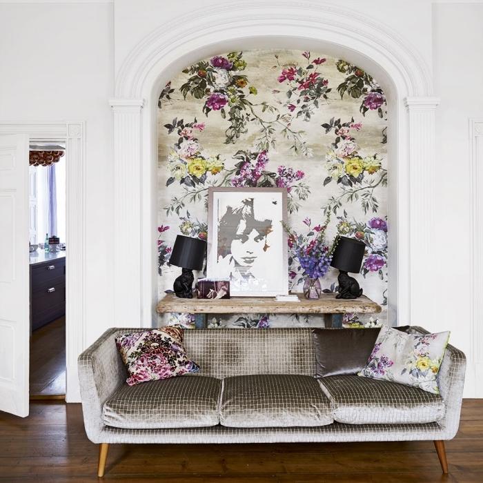 poser du papier peint dans une niche murale pour la valoriser et la transformer un joli accent déco