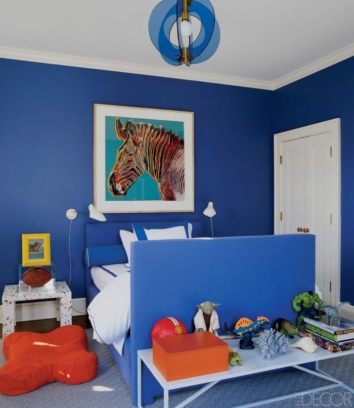 chambre bleue, tableau peinture zèbre, chambre garcon bleu aux accents oranges