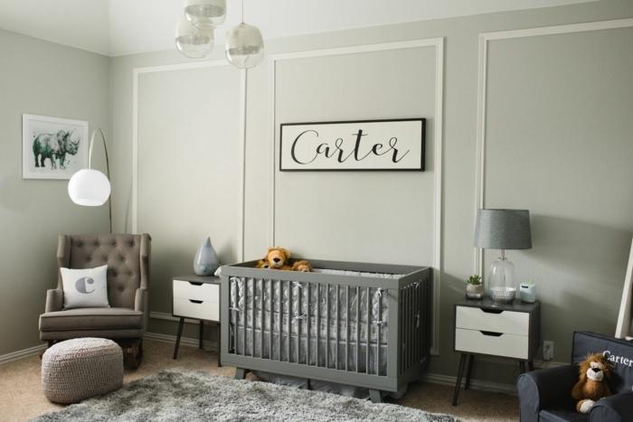 peinture chambre garcon, peindre une chambre grise, fauteuil beige, lit bébé gris, chevets scandinaves