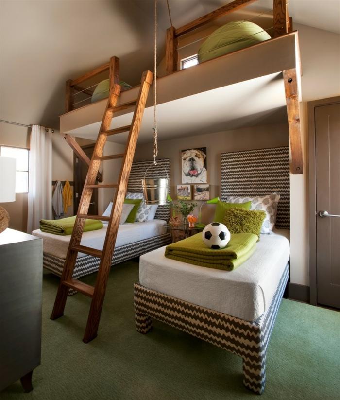 peinture chambre enfant, échelle en bois, deux lits au sol et deux lits sous le plafond, tapis vert