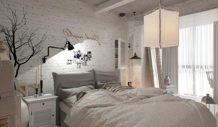 deco chambre parentale, mur en briques blanches, arbre déco, applique murale industrielle, chevet blanc
