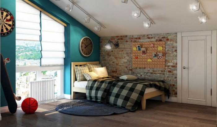 deco murale pour chambre garcon ado, mur bleu, tapis bleu, mur briques, plafond en pente, sol en bois, chambre garcon ado