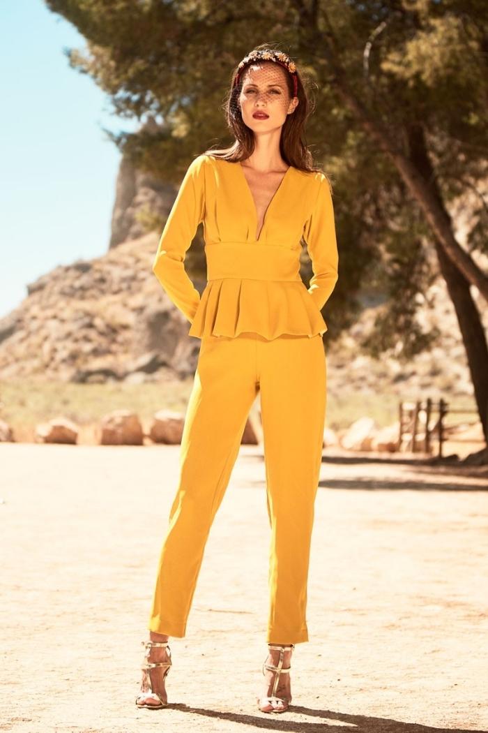 tenue habillée femme pour soirée ou cérémonie officielle en combipantalon  jaune aux manches longues et pantalon Combinaison chic ... 33bdab4ad63