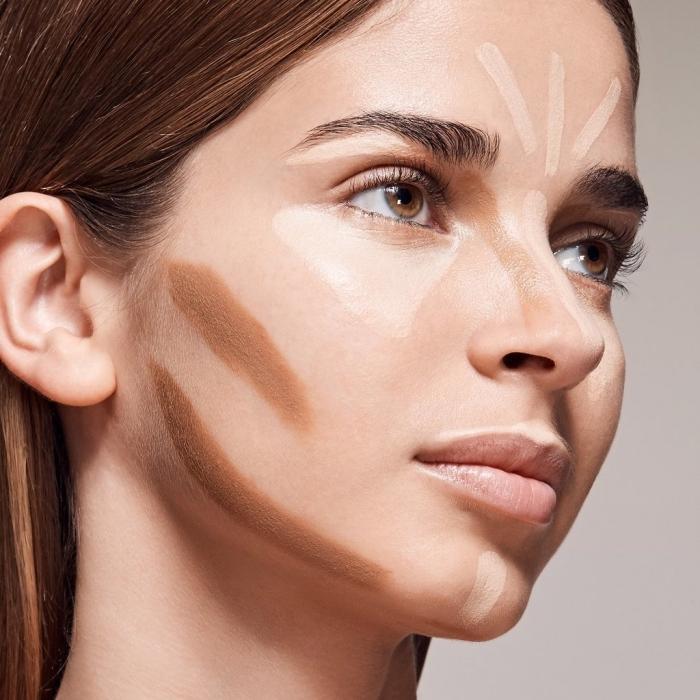exemple comment faire un contouring facile avec produits cosmétiques pour visage, marquer les zones à sculpter en teinte foncée