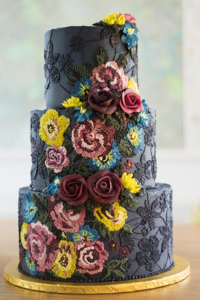 Le plus beau gateau du monde, pate a sucre originale idée crochet, image de gateau de mariage noir avec broderie de crème sucré, idée de sujet gateau mariage