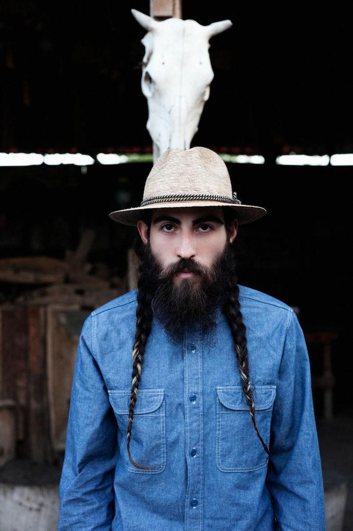 photo double tresse homme sur le coté avec cheveux longs et barbe longue style hipster fermier