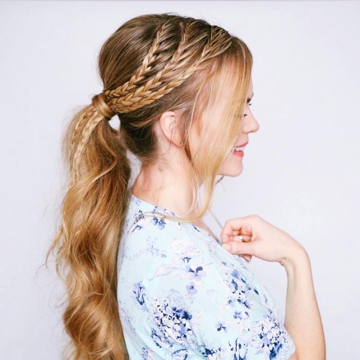 jolie idée pour une coiffure aux cheveux ramassés en queue avec tresses collées sur le haut, exemple coiffure cheveux longs