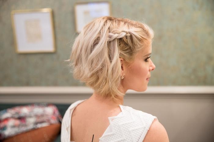 coupe carré plongeant court, idée coupe de cheveux tendance femme, exemple de coiffure tresse pour cheveux courts
