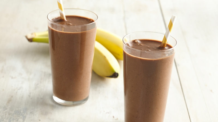 milkshake banane, milkshake recette, boisson lactée au cacao avec bananes