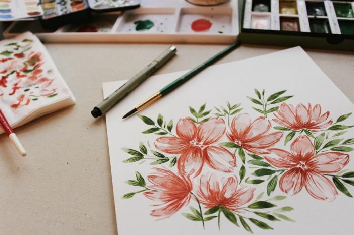 peinture facile peinte à l'aquarelle avec la technique au pinceau sec pour réaliser une composition florale aux détails précis