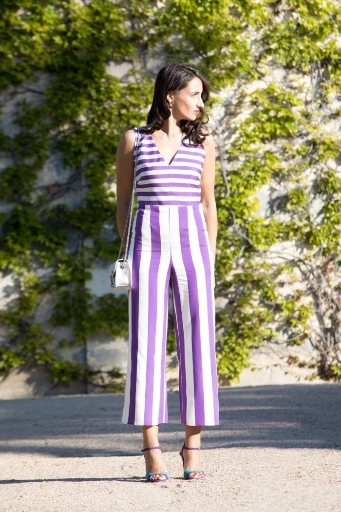 combipantalon tendance chic aux motifs rayés en blanc et violet, modèle combinaison culottes avec jambes fluides