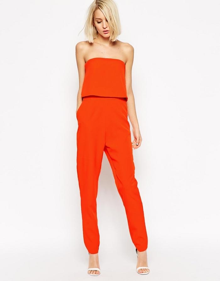 look chic en combinaison rouge avec bustier à volant et pantalon slim, idée comment s'habiller pour un mariage