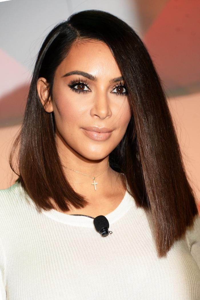 contouring parfait du Kim Kardashian, exemple maquillage contouring pour sculpter le visage, maquillage yeux marron avec mascara noir