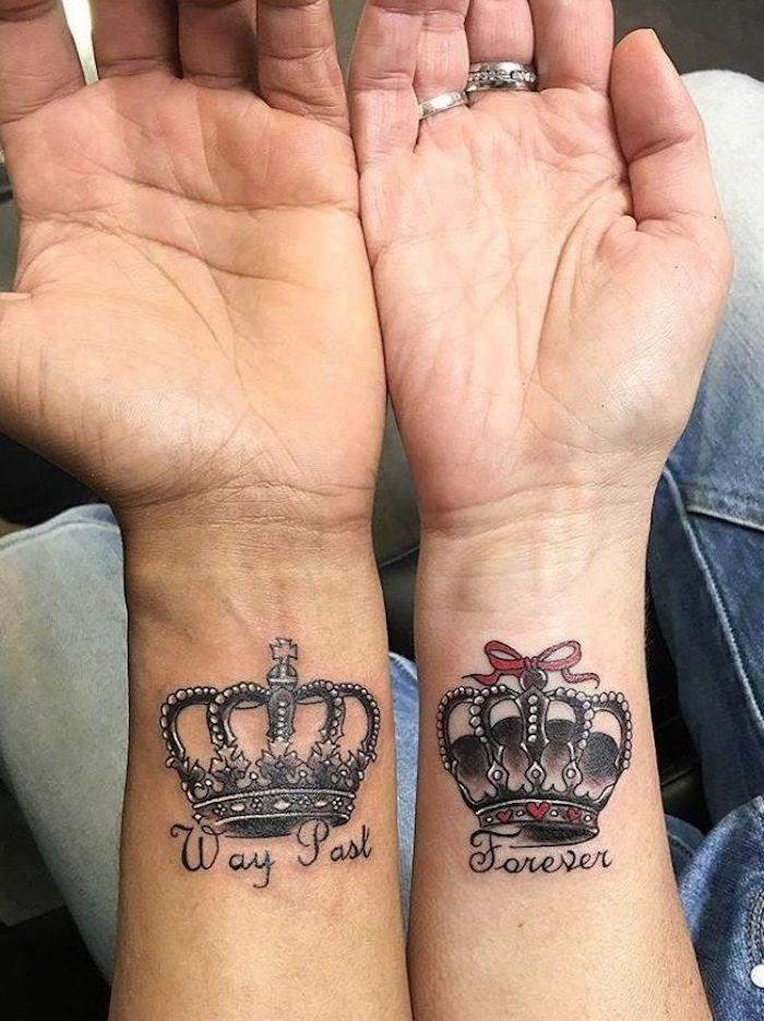 Couronne royale tatouage symbole, tatouage de couple, cool idée tatou pour deux simple avec couronne