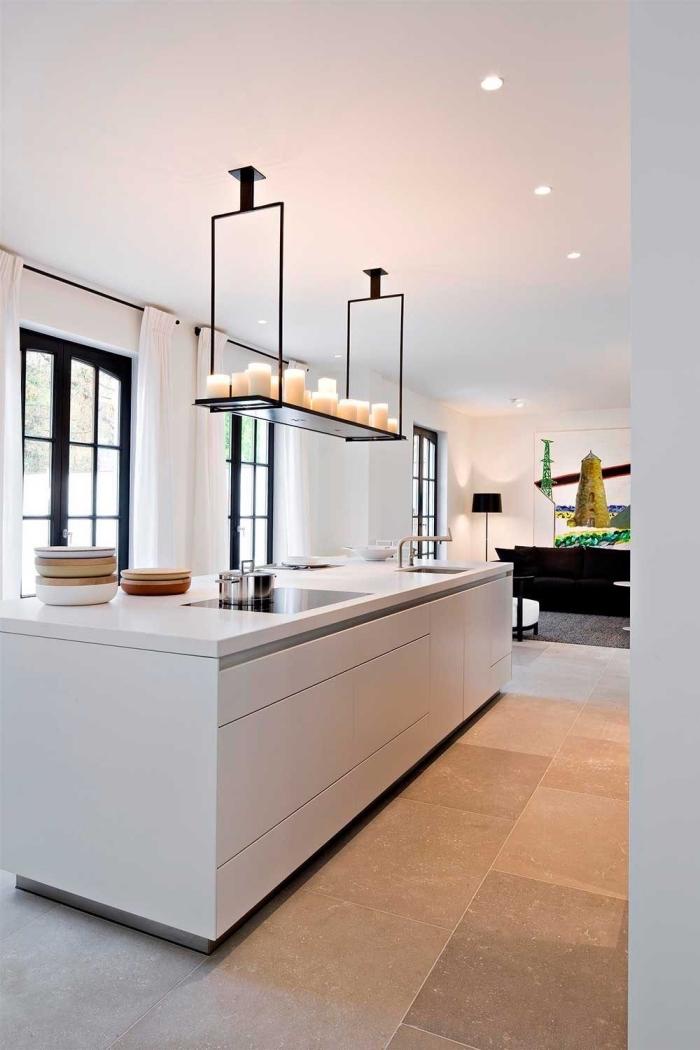 cuisine avec ilot minimaliste aux lignes épurées avec un pôle lavage, surmonté d'une étagère suspendue aérienne