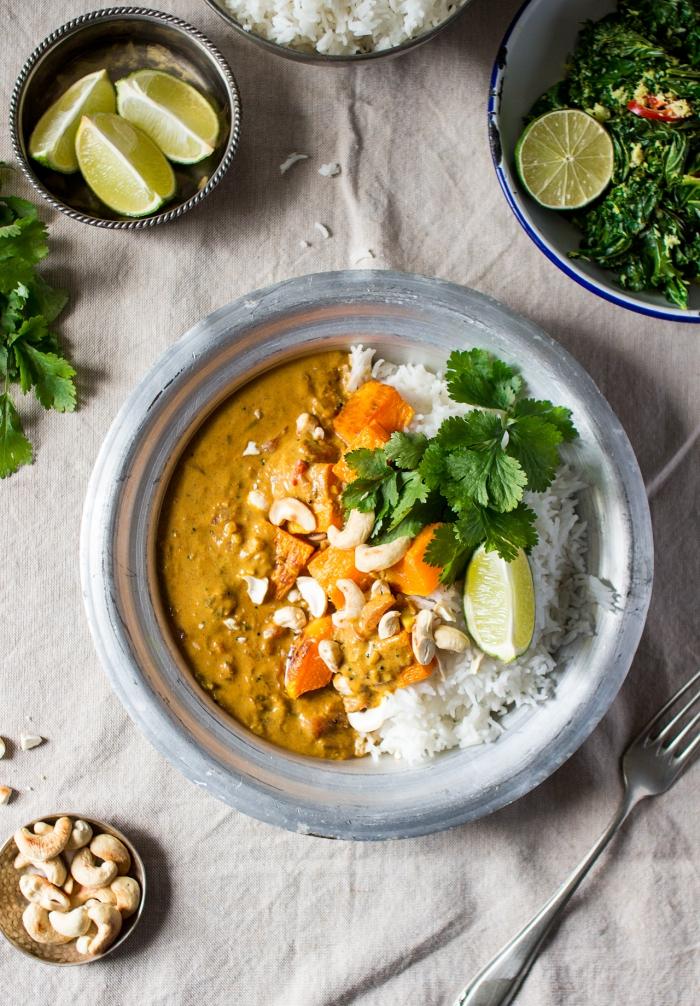 plat épicé et réconfortant à base de riz et de courge recette indienne de curry épicé de potiron à la noix de coco