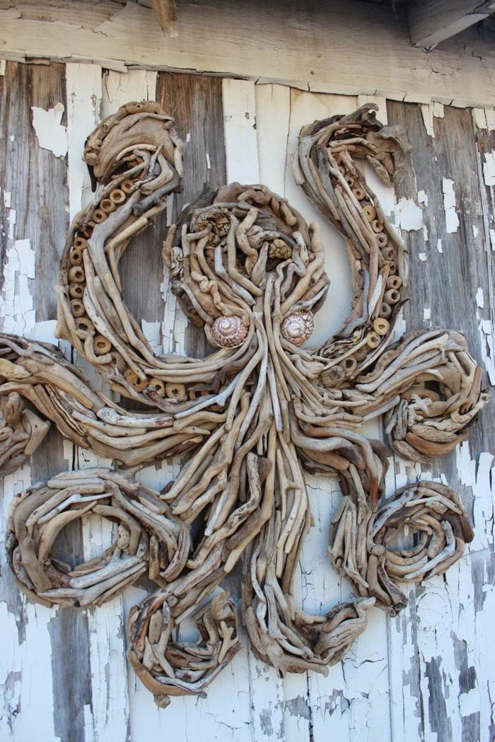 une poulpe sculptée avec bois flotté, décoration murale bois flotté, grande figure de poulpe