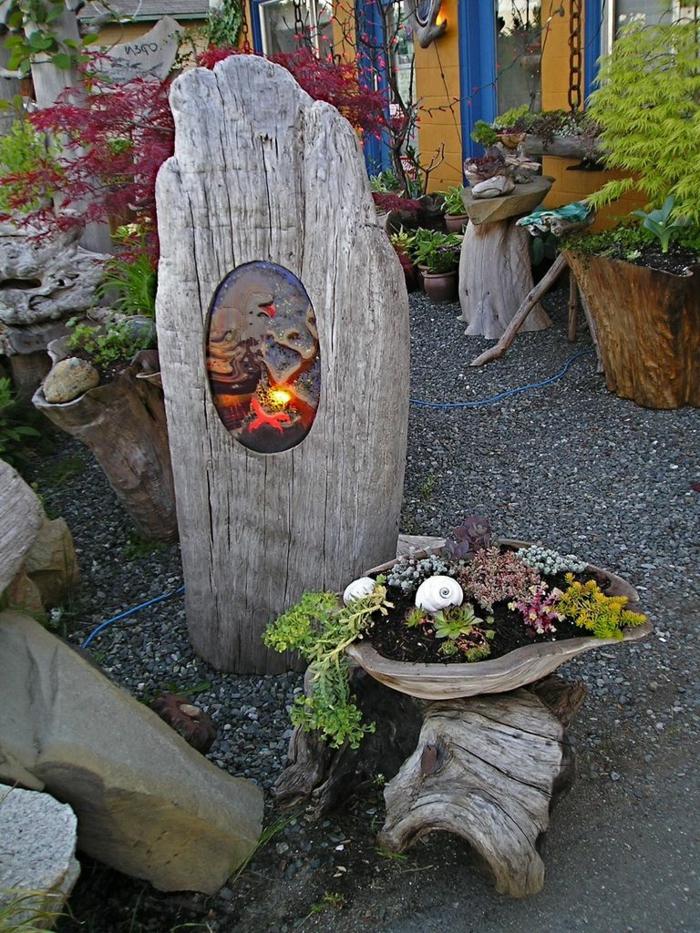 objets de matériaux récup, décoration pour le jardin original avec grand morceau de bois