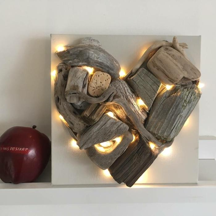 coeur en bois et guirlnade lumineuse, scultpure ou déco murale bois flotté déco