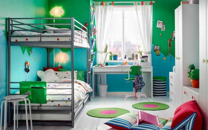 chambre de garçon en vert et bleu, lits superposés, bureau enfant blanc, peinture chambre enfant originale