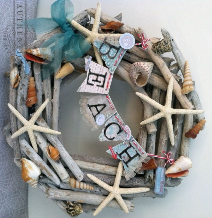 couronne pour la porte d'entrée, matériaux collectés de la plage, déco de mur