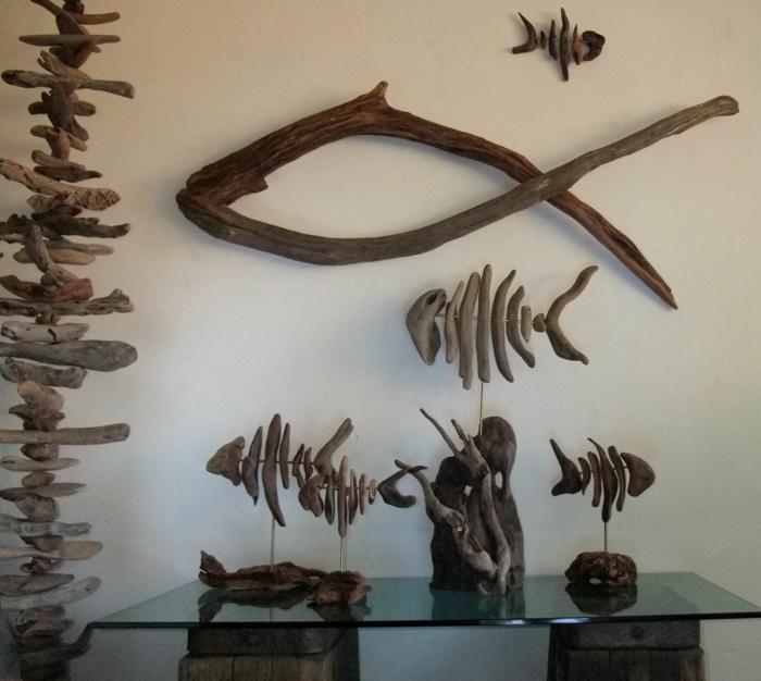 sculptures en bois flotté, squelettes de poissons, bois flotté déco, exposition d'objets en bois flotté