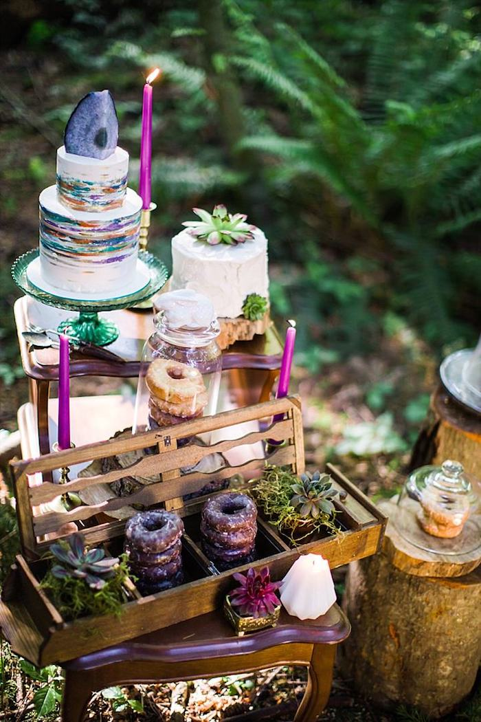 Originale idée gateau piece montee, wedding cake mariage, gateau mariage simple au style hippie chic pour le mariage au jardin des merveilles