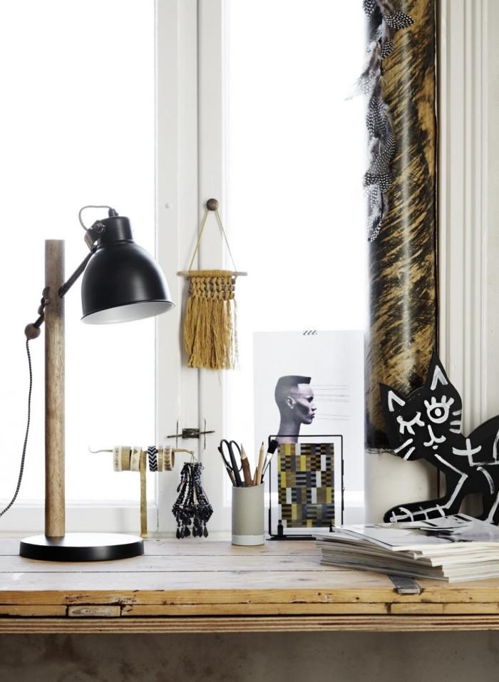 comment décorer son bureau à domicile avec accessoires de bois, modèle de petite suspension en noeuds macramé