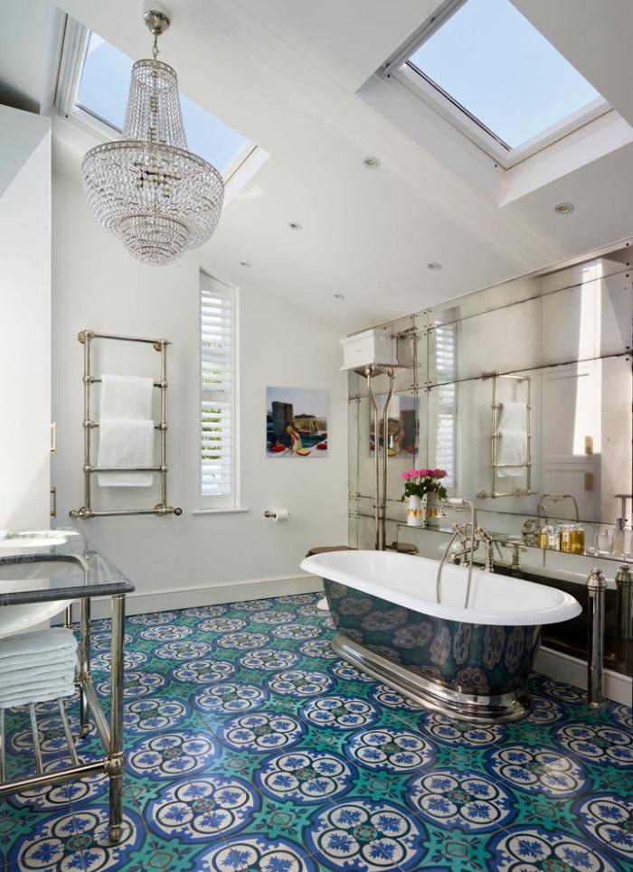 une salle de bains moderne aux accents chic en acier revêtement de sol carreaux de ciment salle de bains