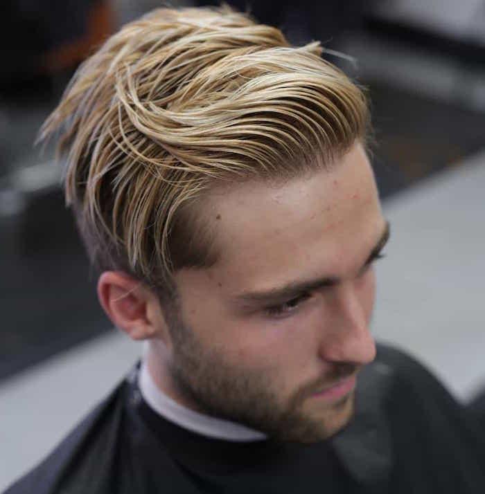 idée coupe mi long dessus plus long et coté court avec mèche blonde pour homme