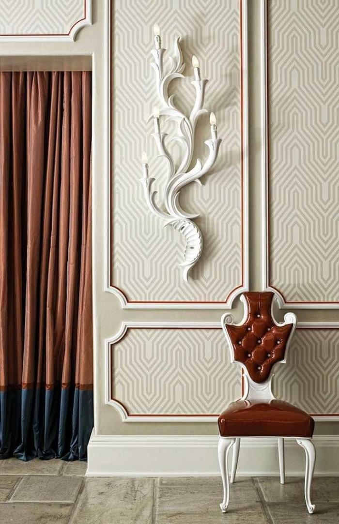 décoration murale salon de lés de papier peint graphique encadrés façon moulures classiques
