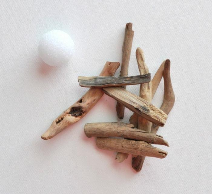 déco récup à faire soi-même avec du bois flotté et boule de polystyrène