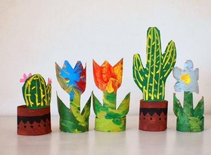 deco recup facile avec des pots de fleurs et de cactus décoratifs réalisés en rouleaux de papier toilette recyclés