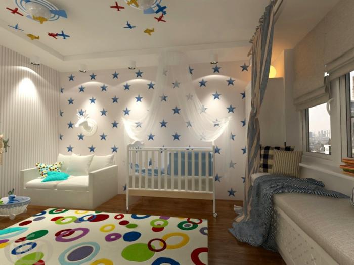 chambre en bleu, blanc et vert, deco chambre enfant garcon, étoiles au mur blanc