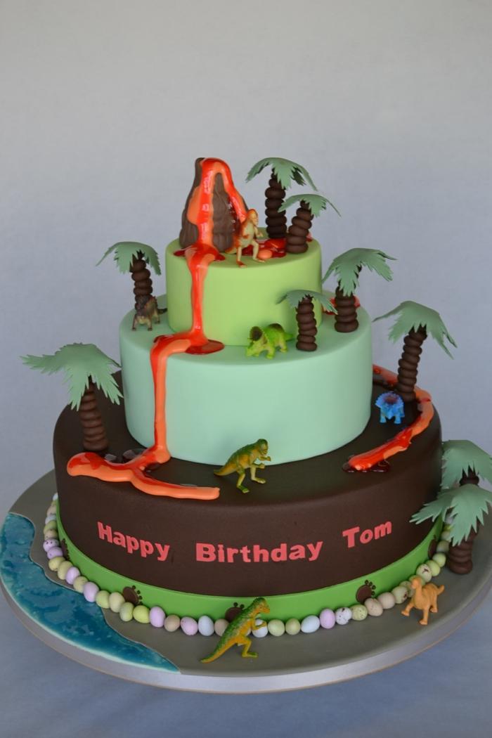 pièce montée d'anniversaire, gateau anniversaire chocolat, gateau dinosaures, gateau d'anniversaire personnalisé