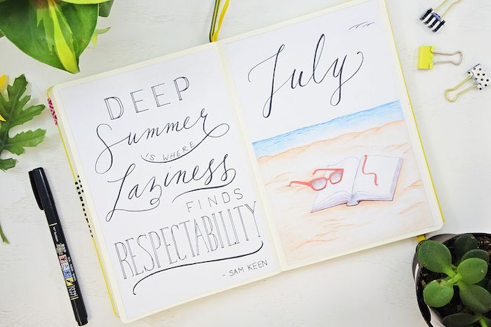 idée de page introduction du mois de juillet avec citation et dessin de plage avec livre et lunettes de glace