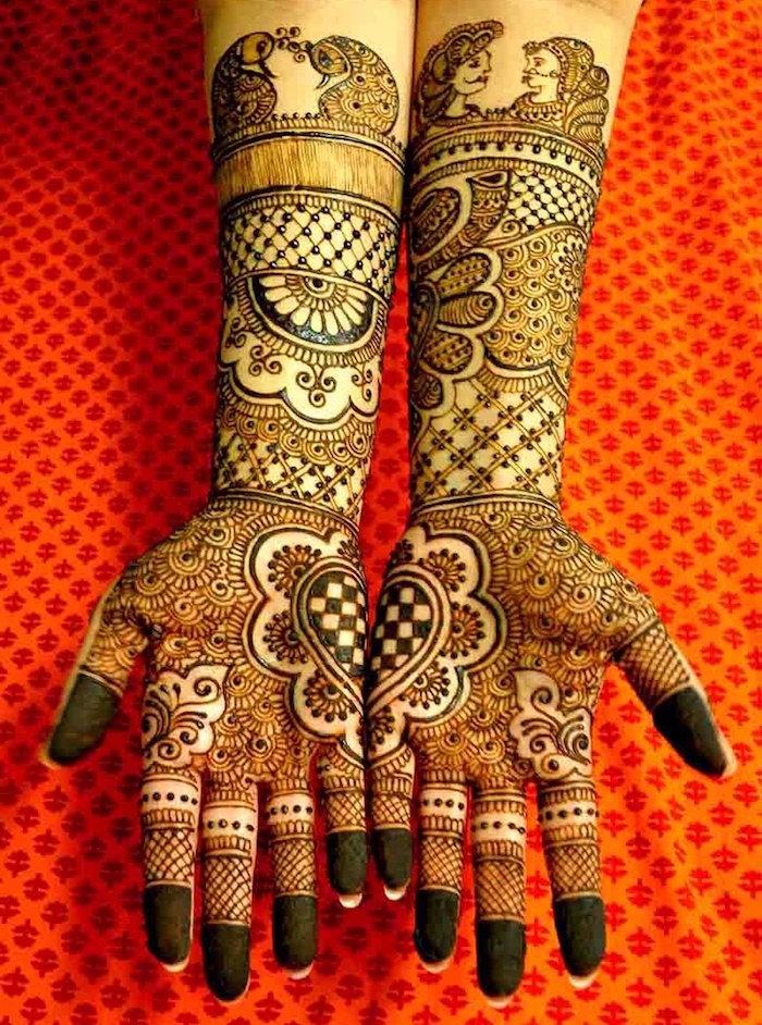 grande tatouage henné recouvrant mains et avant bras entiers détaillés style oeuvre d'art