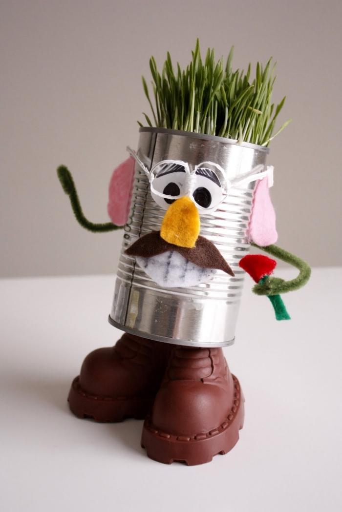 objet recyclé original, boîte de conserve détourné en pot pour plantes aromatiques monsieur patate