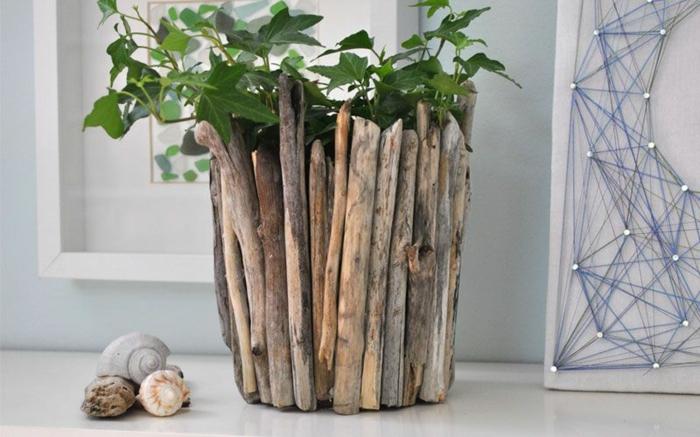 cache-pot en bois flotté, décoration pour l'intérieur avec matériaux authentiques