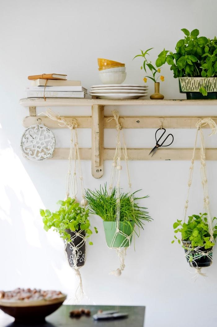meuble de rangement mural en forme étagère de bois, modèle de suspension pour plantes et herbes DIY en macramé