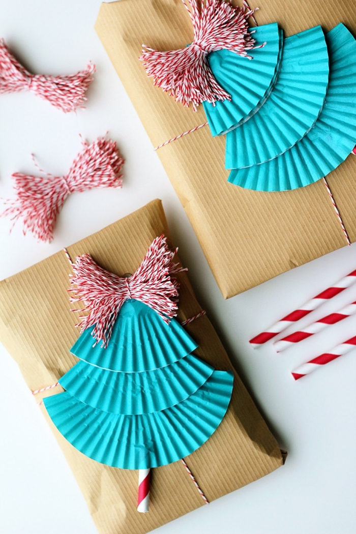 paquet cadeau original à faire soi-même, emballage cadeau en papier kraft et des caissettes muffins façon sapin de noël
