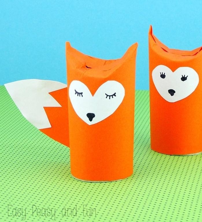 quelle activité automne maternelle, exemple activité manuelle avec rouleau papier toilette pour créer des renards en papier
