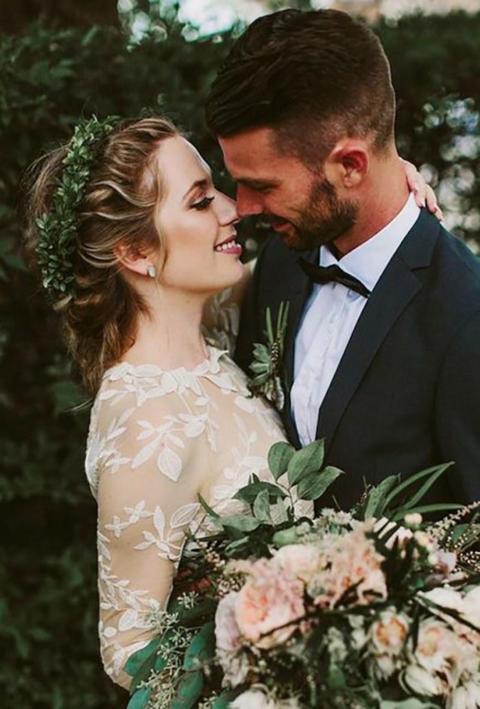 Coiffure mariage invitée, coiffure mariage tresse bohème chic tendance, couronne de plantes grasses